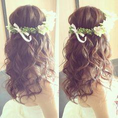 クイックチェンジはふわふわダウンスタイルで♡ 王道コテ巻きも可愛い #kumikoprecious #hawaii #hawaiiwedding #wedding #weddinghair #hair #hairmake #hairstyle #hairarrange #loose #downstyle #hakulei #ハワイ #ハワイ挙式 #ハワイウェディング #ウェディング #結婚式 #花嫁 #プレ花嫁 #おしゃれ花嫁 #ヘアメイク #ヘアスタイル #ヘアアレンジ #ダウンスタイル #巻き髪 #ゆるふわ #コテ巻き #花冠