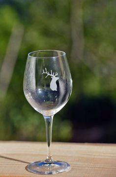 Verre à vin Cerf blanc Crédit Photos : JP.Noisillier/nuts.fr Création : C.Bergiron