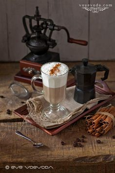 Coffee cappuccino with cinnamon on the wooden table Food Photography by: Eve Voyevoda Photo size: MB Coffee Photography, Food Photography, Coffee Presentation, Opening A Coffee Shop, Coffee Talk, Chocolate Pots, V60 Coffee, Latte, Cooking