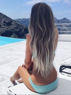 Platinum Contrast Ombre Hair- Ideas for ash blonde ombre hair and silver ombre hair