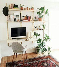 Mélange étagère et plantes
