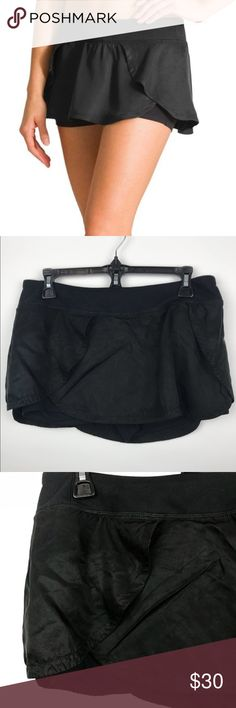 """[Athleta] Black Flutter Skort Yoga style band. Flutter layer with shorts underneath. Great for running and other physical activity. Pre-owned. Excellent condition.   Size: M  Approximate Measurements:   ▪️Waist: 16"""" ▪️Length: 10""""  📦 Fast Shipping 🎉 Offers are considered 🚭Smoke free home 🚫 I do not trade  10 Athleta Shorts Skorts"""