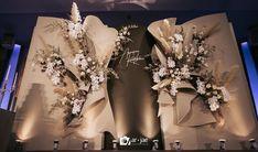 Нет описания фото. Wedding Backdrop Design, Wedding Stage Design, Wedding Reception Backdrop, Wedding Wall, Wedding Designs, Indoor Wedding Decorations, Engagement Party Decorations, Backdrop Decorations, Ceremony Decorations