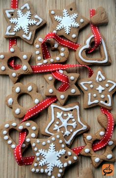 Christmas Cookies Recipes with Pictures | Polish spiced Christmas cookies - pierniczki recipe / I'd Love these on my Christmas tree!