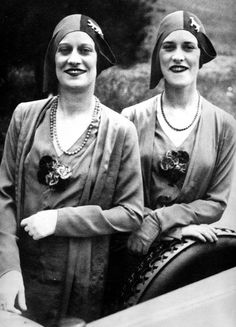 Les jumelles Rowe du Casino de Paris ( 1929 ) par Jacques Henri Lartigue