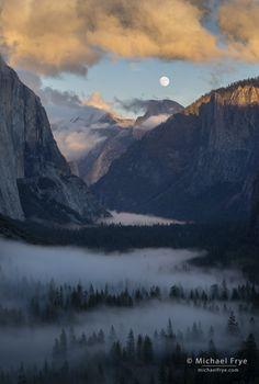 Moon rising above Yosemite Valley, Yosemite NP, CA, USA - Michael Frye