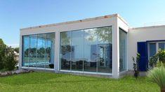 Modello Solco Big, vetrata panoramica scorrevole con profili verticali in alluminio da cm 1.5
