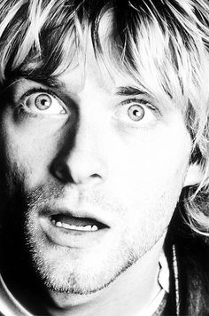 Kurt Cobain. Look at those eyes♥