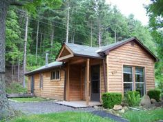 """Los Lobos Too"" Cozy cabin sits on dead end road and is a short walk to the assigned dock across the road. Minutes to WISP ski resort, Restaurants, Night Clubs, Marina's and all Deep Creek Lake activities. Nice stream out back for exploring and enjoying. Perfect for affordable retreat for couples or smaller groups."