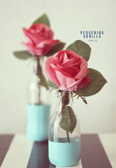 Reaproveitando vidrinhos de leite de coco! Paper Flower Centerpieces, Paper Flowers, Indian Baby Showers, Party Rock, Coco, Diy Organization, Dyi, Glass Vase, Bridal Shower