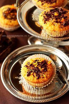 Briose cu ciocolata si portocala Chocolate and orange muffins Orange Muffins, Chocolate Muffins, Dessert Recipes, Dessert Ideas, Desserts, Good Food, Yummy Food, Chocolate Orange, Cake Art