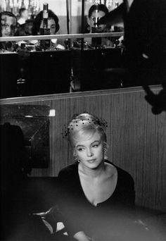 Marilyn por Cartier Bresson. Su búsqueda de conectar, conocer y retratar al sujeto tal cual es o captar su esencia, resultaba muy fructífera en mi opinión. Tiene retratos cargados de preguntas, de emociones, dibujaba con su cámara. Romina Dominguez.
