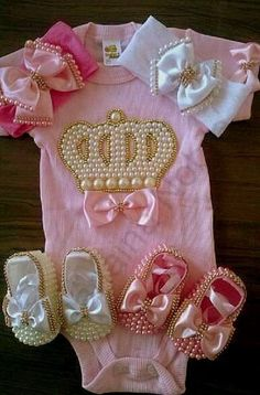 Lindo Kit Princesa com pérolas Pretas Baby Girl Shoes, My Baby Girl, Baby Love, Baby Bling, Baby Kit, Cute Outfits For Kids, Baby Boutique, Kids Wear, Baby Dress