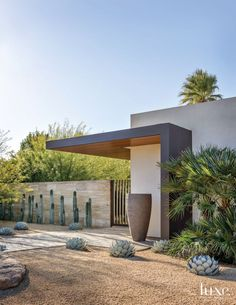 Modern Cream Exterior with Desert Landscape #modernarchitecturehouse