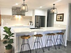 Brisbane Builder eclat building co. This light, industrial and modern kitchen features marble benchtop, con… Kitchen Bar Lights, Kitchen Island Bar, Kitchen Lighting Fixtures, Bar Lighting, Industrial Lighting, Kitchen Lights Over Island, Island Stools, Island Lighting, Modern Lighting
