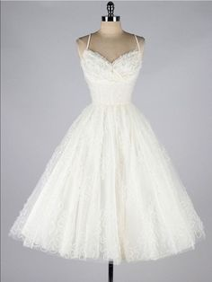 Vintage 1950s wedding dress / Ivory tulle