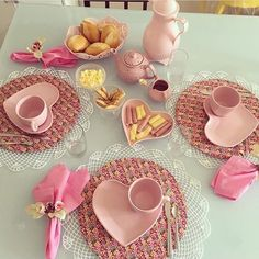 Cool Kitchen Gadgets, Kitchen Items, Cool Kitchens, Kitchen Decor, Romantic Table, Food Displays, Food Platters, Dinning Table, Deco Table