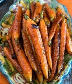 These addictively-good Tuscan-Style Roasted Carrots are the true hallmark of Tuscan cooking – simple ingredients with fantastic flavor! (You're going to love this recipe! Side Dish Recipes, Vegetable Recipes, Vegetarian Recipes, Dinner Recipes, Cooking Recipes, Healthy Recipes, Vegetarian Soup, Roasted Carrots, Grilled Carrots