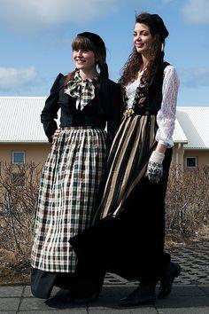 traditional Icelandic woman´s costume - Þorbjörg and Sigr. Ösp, Kvennaskólapíur .
