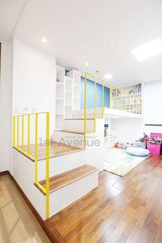 집안에 아이들의 놀이터가 마련되어있는 인테리어 : 모던스타일 아이방 by 퍼스트애비뉴