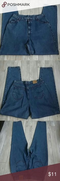"Women's 18L Jeans. 28L Lee jeans. 34"" inseam. No rips, tears or stains. Lee Jeans Straight Leg"