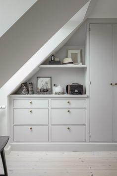 Attic Master Bedroom, Attic Bedroom Designs, Bedroom Loft, Home Bedroom, Bedroom Decor, Attic Rooms, Bedroom Storage Ideas For Clothes, Bedroom Storage For Small Rooms, Loft Storage