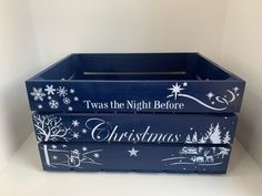 Christmas Eve Box, The Night Before Christmas, Christmas Delivery, Christmas Goodies, Christmas Ideas, Cricut Projects Christmas, Christmas Crafts, Christmas Decorations, Make Your Own Hamper