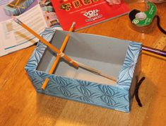 Catapult made from pencils, Kleenex box, rubber band stretched through hole in same end that lever arm will be extended when ready to launch. Catapult Diy, Catapult For Kids, Activities For Boys, Craft Activities, Marshmallow Catapult, Fun Crafts, Crafts For Kids, Children Crafts, Experiment