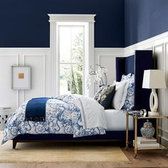 Low bed or bed on the floor: 60 projects to inspire - Home Fashion Trend Blue Master Bedroom, Blue Bedroom Walls, Blue Bedroom Decor, Accent Wall Bedroom, Small Room Bedroom, Modern Bedroom, Small Rooms, Bedroom Ideas, Bedroom Wall Designs