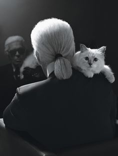 Karl Lagerfeld with his kitten Choupette. Photo by Karl Lagerfeld Karl Lagerfeld Choupette, The Animals, Crazy Cat Lady, Crazy Cats, Christian Dior, Celebrities With Cats, Celebs, Karl Otto, Street Style Vintage