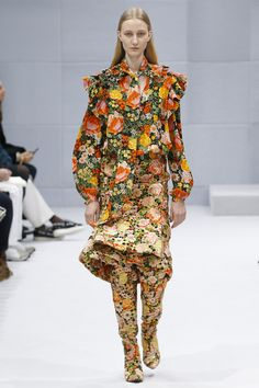 Balenciaga Fall 2016 Ready-to-Wear Fashion Show - Charlotte Lindvig (Ford)