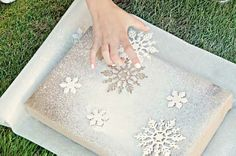 DIY Spray Painted Gift Wrap #Christmas #craft #art