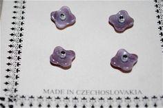 ガラス工芸で有名なチェコのヴィンテージボタンです。小さなすみれの様な可愛らしいボタンです。糸穴は小さめのループシャンクです。欠けなどのない状態の良いボタンです...|ハンドメイド、手作り、手仕事品の通販・販売・購入ならCreema。