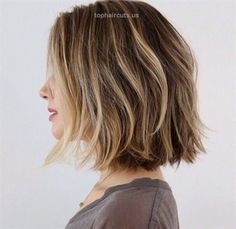 Bob Haircuts for Women details are here. If you are in love with the magical bob haircut then do get ideas from these Bob Haircuts for Women. Bob Haircuts For Women, Choppy Bob Hairstyles, Layered Haircuts, School Hairstyles, Prom Hairstyles, Natural Hairstyles, Easy Hairstyles, Straight Hairstyles, Medium Hair Cuts
