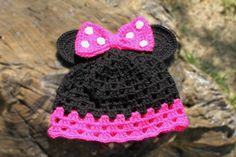 Minnie Mouse Crochet Beanie @Ashley Walters Walters Hughes how adorbs is this?