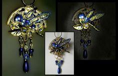 Voilà...... La semaine dernière, j'ai visité le musée Lalique, fallait que j'en fasse quelque chose !!! Matériaux : ancienne déco de Noël ( support demi-lune ), perles, métal de récup ( capsules Spécial T ) Cabochons et strass bleus, vernis à ongles.....