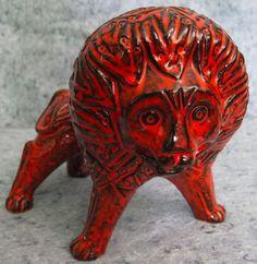 Ceramic Pottery, Pottery Art, Ceramic Art, Painted Pottery, Pottery World, Red Vases, Italian Pottery, Ceramic Animals, Modern Ceramics