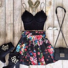 Image via We Heart It #clothing #cool #fashion #flowers #girl #outfits #short #style