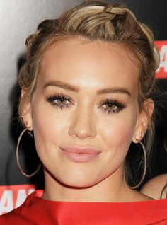 Hilary Duff Reportedly Has A Very Serious Stalker Problem - Christmas-Desserts Hilary Duff Makeup, Hilary Duff Style, Wedding Makeup Artist, Wedding Hair And Makeup, Bridal Makeup, Beauty Makeup, Eye Makeup, Hair Makeup, Hair Beauty