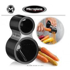 http://www.lorenzimilano.it/microplane-spirale.html Dalla famosa ditta Microplaine il nuovo tagliaspirale, ideale per zucchine-carote-cetrioli.................. Arricchisce la tavola con spirali colorate verdure insalate e contorni.