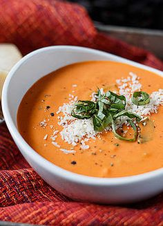 Low FODMAP and Gluten free Vegetarian recipe - Creamy tomato soup http://www.onesano.com/#!creamy-tomato-soup/tljtr