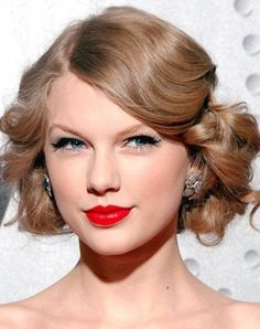 Taylor Swift Hairstyles: Vintage Medium Curls for Mature Women