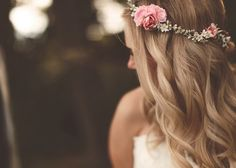 It's all about weddings...: Novias con flores en el pelo
