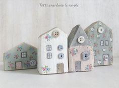 Kleine Häuser aus Holzresten. Schön bemalt sehen Diese ganz toll aus!