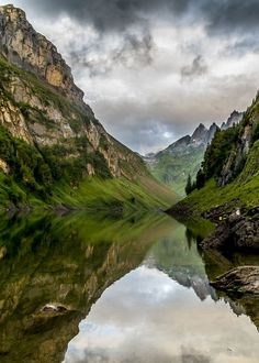 10 hiking tips for Switzerland - the most beautiful hikes - Top hiking spots in Switzerland - Hiking Spots, Hiking Tips, Camping And Hiking, Camping Site, Colorado Hiking, Camping Places, Mountain Hiking, Peaceful Places, Travel Goals