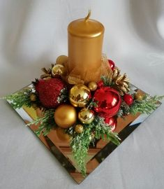 Budget Friendly Christmas Decorations - Hike n Dip In case you are thinking about easy and cheap Christmas Decorations, then here I have collected Budget Friendly Christmas Decorations to help you do so Christmas Vases, Christmas Candle Decorations, Frugal Christmas, Christmas Arrangements, Cheap Christmas, Christmas Wreaths, Christmas Snowman, Christmas 2019, Christmas Crafts