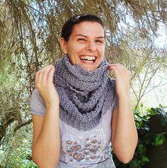 Sciarpa infinity pura lana merino lavorata a maglia Sciarpa lana merino 100% Scaldacollo in lana merino Infinity  scarf di LoomaHandmade su Etsy