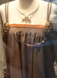 Article discussing the Viking Women: Aprondress--very specific archeological information that I haven't seen elsewhere