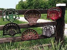 I Love these old tractor seats on the fence Small Yard Landscaping, Landscaping Ideas, Metal Garden Gates, Steampunk Furniture, Tractor Seats, Flea Market Gardening, Old Farm Equipment, Farm Art, Junk Art