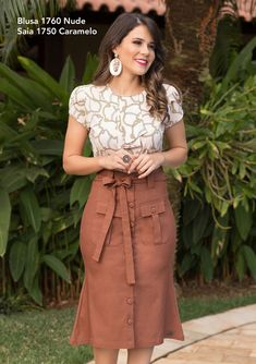 Saia Arab Fashion, Cute Fashion, Skirt Fashion, Fashion Dresses, Blouse And Skirt, Dress Skirt, Cute Flannel Outfits, Modesty Fashion, Church Outfits
